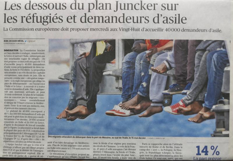 10b. Des migrants attendent de débarquer dans le port de Messine  au sud de l'Italie  le 15 mai dernier. Le Figaro mercredi 27 mai 2015. @Carmelo Imbes::AP