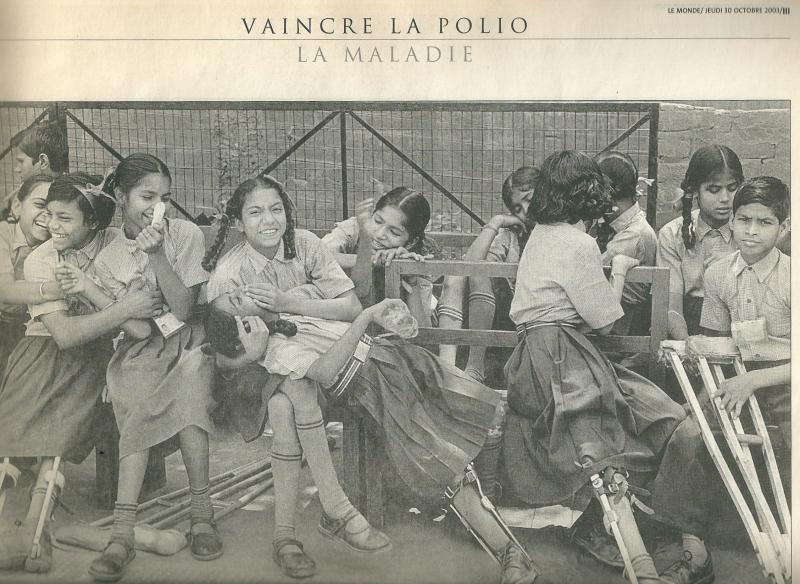 43a. Vaincre la polio. Dossier  Le Monde jeudi 30 oct 2003 @photographies et légendes Sebastiào Salga:o:Amazonas Images  - copie