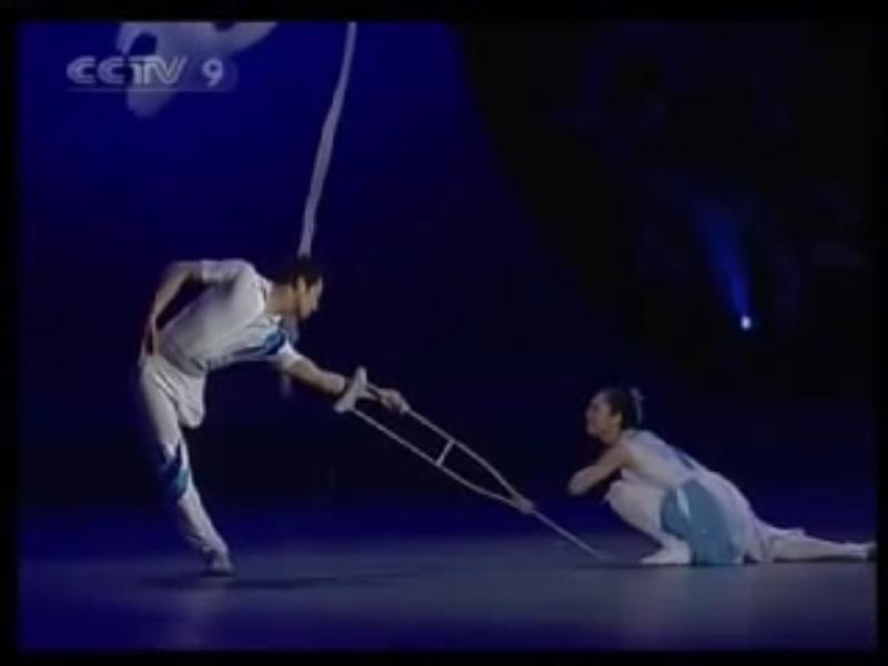 42j. Danseurs chinois handicapés. Capture d'écran de vidéo_IMG_8482_1024