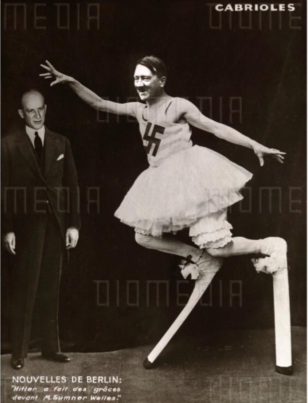 44b. @Marinus Jacob Kjeldgaard.  %22Hitler fait des grâces devant M. Sumner Welles%22  copie d'une photo originale (22 8x 17 m) publiée par Marianne n° 386 le 13 Mars 1940