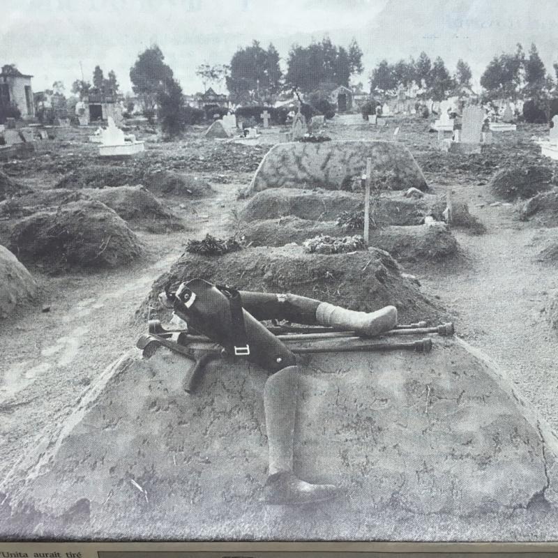 35c*. Kuito  capitale de la province de Bié  assiégée pendant vingt et un mois en 1993. 50000 civils y ont succombés. Le Monde  30 décembre 2000. Texte@Stephen Smith photo@ Guy:Tillim:StudioXIMG_5720_1024